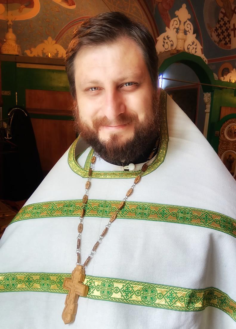 Священник Евгений Попов